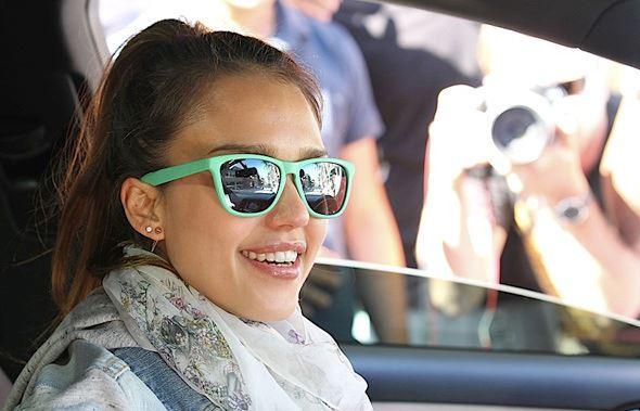Jesica Alba gafas Knockaround