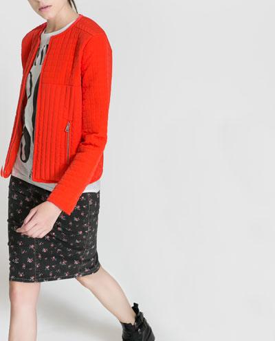 chaqueeta roja anaranjado