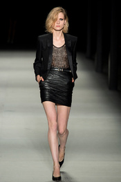 yves_saint_laurent_pasarela_205015626_175x263