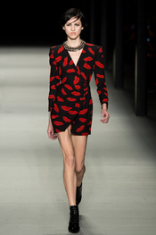 yves_saint_laurent_pasarela_85607122_175x263